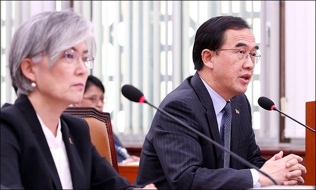 조명균 통일부 장관이 18일 오후 열린 국회 외교통일위원회 전체회의에서 의원들의 질의에 답변하고 있다. ⓒ데일리안 박항구 기자