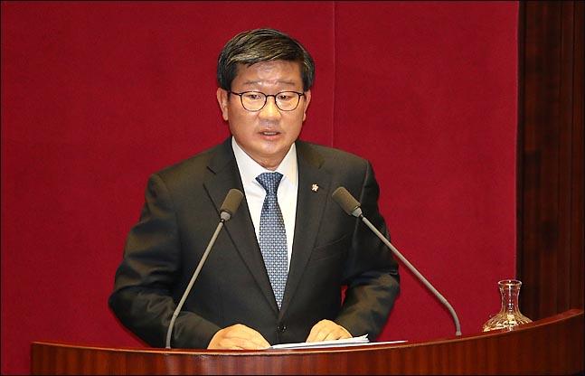 전해철 더불어민주당 의원이 19일 오후 열린 국회 본회의에서 정치분야 대정부 질문을 하고 있다. ⓒ데일리안 박항구 기자