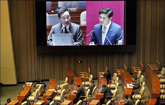 21일 오후 열린 국회 본회의 경제에 관한 대정부 질문에서 지상욱 바른미래당 의원이 이낙연 총리에게 질문하고 있다. ⓒ데일리안 박항구 기자