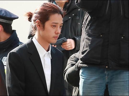 성관계 동영상을 불법적으로 촬영·유포한 혐의를 받는 가수 정준영에 대해 법원이 구속 영장을 발부했다.ⓒ데일리안 류영주 기자