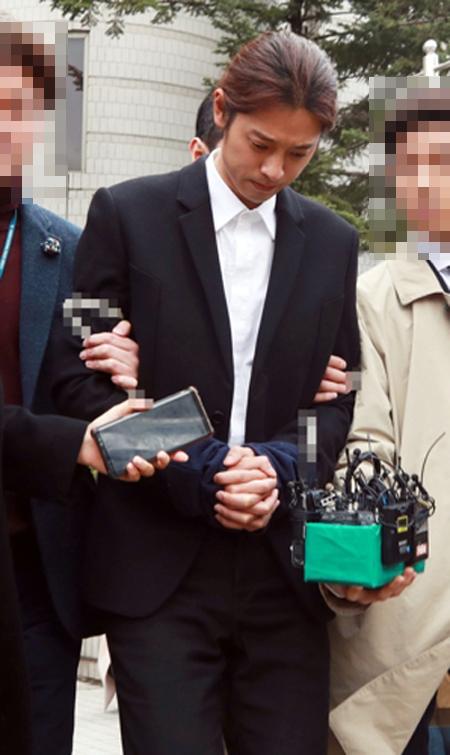 성관계 동영상을 불법으로 촬영하고 유포한 혐의를 받는 가수 정준영이 결국 구속됐다.ⓒ연합뉴스