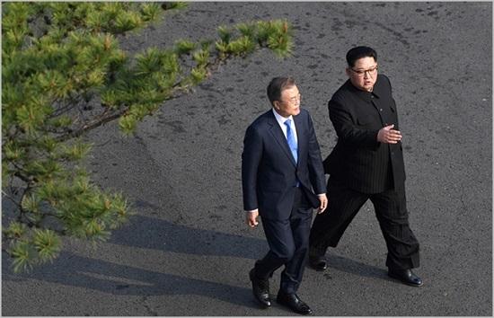 문재인 대통령과 김정은 북한 국무위원장 ⓒ평양사진공동취재단