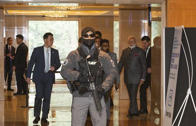 지난 2월 나렌드라 모디 인도 총리의 한국 국빈 방문 당시 행사장 안팎에 있는 청와대 경호관들의 모습.(청와대 제공)