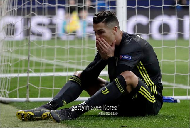[포르투갈 세르비아]호날두가 부상으로 전반 30분 교페 아웃됐다(자료사진). ⓒ 게티이미지