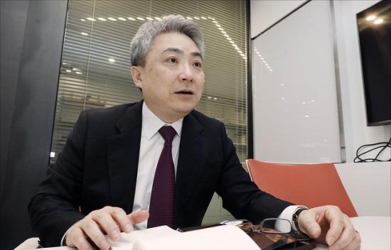 김두일 스마트파워 대표가 3일 오후 서울 광화문 에스타워에서 데일리안과 인터뷰를 갖고 있다.ⓒ데일리안 홍금표 기자