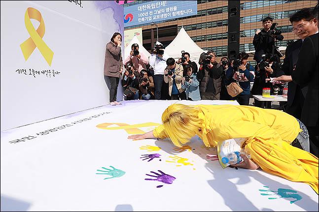 12일 오후 서울 종로구 광화문 광장에서 열린 세월호 기억·안전 전시공간