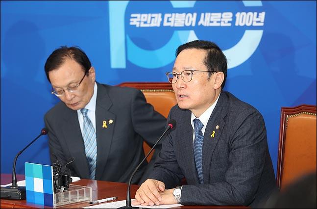 홍영표 더불어민주당 원내대표가 15일 오전 국회에서 열린 최고위원회의에서 발언을 하고 있다. ⓒ데일리안 박항구 기자