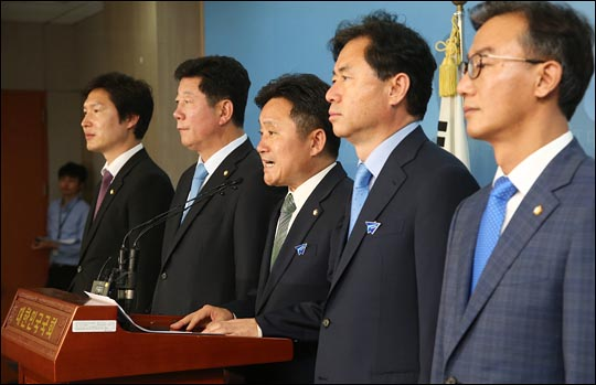 더불어민주당 부산 지역 의원들. 사진 왼쪽부터 김해영·박재호·최인호·김영춘·전재수 의원(자료사진). ⓒ데일리안