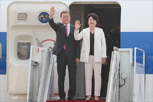 문재인 대통령은 16일부터 투르크메니스탄, 우즈베키스탄, 카자흐스탄 등 중앙아시아 3개국을 국빈 방문한다. 문 대통령은 이날 오후 서울공항을 통해 출국했다.(자료사진)ⓒ데일리안