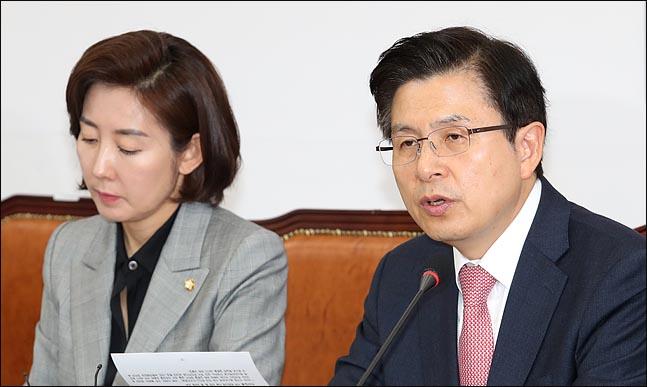 황교안 자유한국당 대표가 18일 오전 국회에서 열린 최고위원회의에서 모두발언을 하고 있다. ⓒ데일리안 박항구 기자