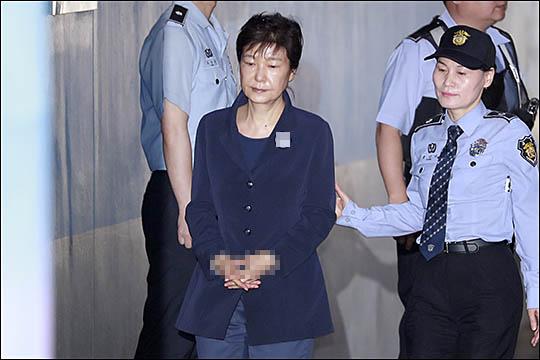 박근혜 전 대통령이 2017년 5월 29일 오전 서울 서초구 서울중앙지법에서 열린 박근혜, 최순실