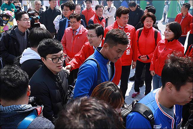 한국프로축구연맹은 18일 제5차 이사회를 열고, 지난 4월 2일 경기장 내 선거운동과 관련해 경남FC에 내려진 제재금 2000만원의 징계에 대해 구단의 재심 요청을 기각하고 상벌위 결정을 유지하기로 했다.(자료사진) ⓒ 데일리안 류영주 기자