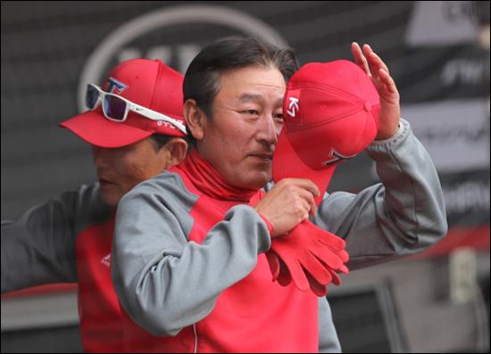 김기태 감독은 김윤동의 투구수를 관리해주지 못한다는 비판에 직면했다. ⓒ 연합뉴스