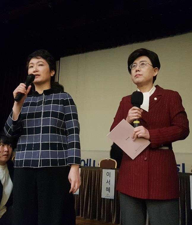 이언주 바른미래당 의원(왼쪽)과 최연혜 자유한국당 의원(오른쪽)이 정부의 탈원전 정책에 대해 비판하고 있다.ⓒ데일리안 조재학 기자