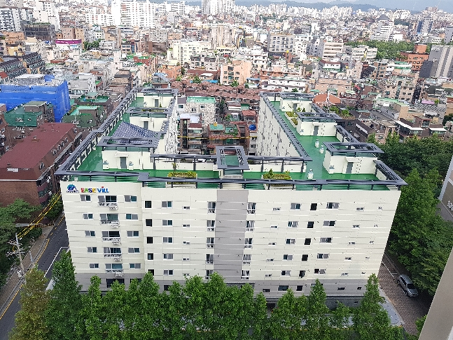 가로주택정비사업의 전국 1호 완공 단지가 서울 강동구 천호동에 들어섰다. 사진은 완공 후 다성이즈빌(우) 모습. ⓒ강동구청