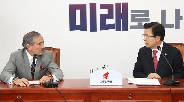 황교안 자유한국당 대표가 22일 오전 국회에서 해리 해리스 주한미국대사를 접견하고 있다. ⓒ데일리안 박항구 기자