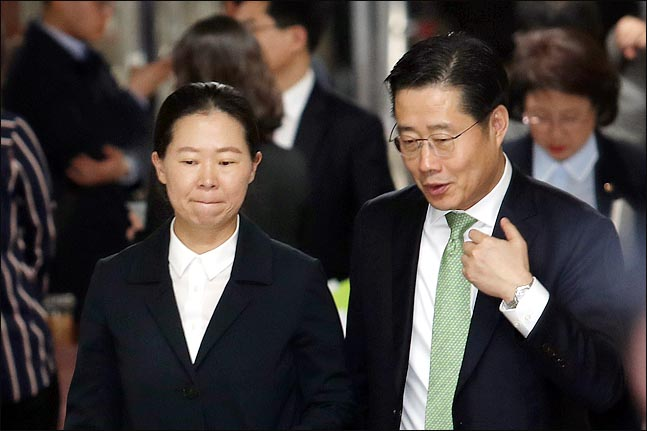 바른미래당 이태규, 권은희 의원이 18일 국회에서 열린 의원총회가 끝난 뒤 회의장을 나오며 대화를 나누고 있다.(자료사진) ⓒ데일리안 박항구 기자