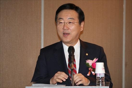 """김종석 자유한국당 의원(사진)은 최근의 원화 가치 급락과 관련해 14일 데일리안과의 통화에서 """"국내외 투자자들이 우리 경제를 비관적으로 보고 있다는 증거""""라며 """"정부의 경제정책 전환이 필요하다""""고 밝혔다. ⓒ데일리안 홍금표 기자"""