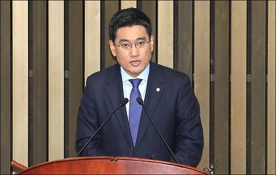 15일 국회에서 열린 바른미래당 의원총회에서 신임 원내대표로 선출된 오신환 원내대표가 인사말을 하고 있다. ⓒ데일리안 박항구 기자