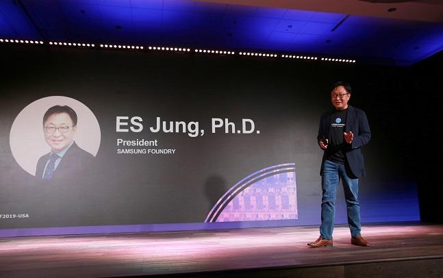 정은승 삼성전자 파운드리 사업부 사장이 14일(현지시간) 미국 산타클라라에서 열린 '삼성 파운드리 포럼 2019'에서 기조연설을 하고 있다.  ⓒ 삼성전자
