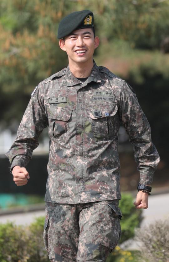 2PM 멤버 겸 배우 옥택연이 전역했다.ⓒ 연합뉴스