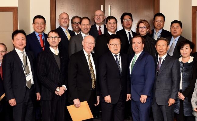 사진 아랫줄 왼쪽 세번째부터 제임스 존스 전 주멕시코 미국대사, 무역협회 김영주 회장, 에드 로이스 전 하원외교위원장ⓒ무역협회