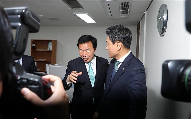 손학규 바른미래당 대표와 오신환 원내대표가 16일 국회에서 만나고 있다. ⓒ데일리안 박항구 기자