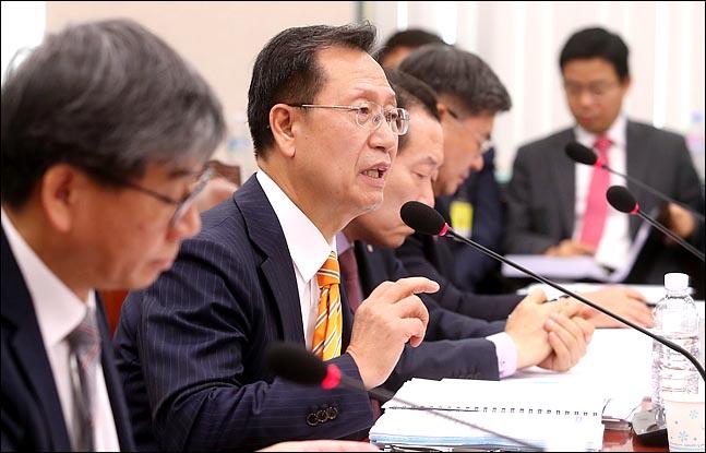 김종갑 한국전력 사장은 지난해 이른바 '두부장수론'을 펴며 전기요금 인상 필요성을 시사했다.(자료사진)ⓒ데일리안 박항구 기자