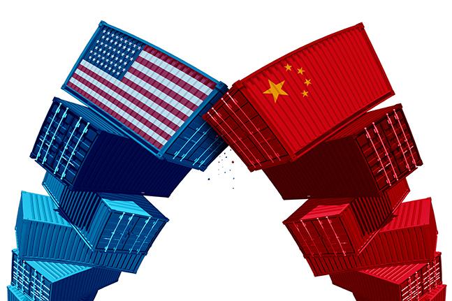 국내 금융 전문가들이 현재 우리 경제의 최대 위험 요인으로 미국과 중국 사이의 무역분쟁을 꼽았다.ⓒ게티이미지뱅크