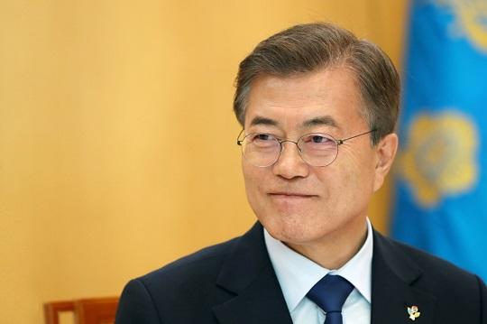 """문재인 대통령은 22일 충북 청주 한 음식점에서 가진 지역기업인들과 오찬에서 """"기존에는"""