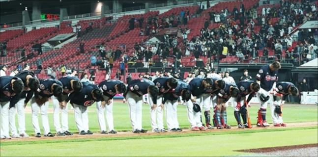 롯데 자이언츠가 KIA 타이거즈에 패하며 꼴찌로 추락했다. ⓒ 연합뉴스