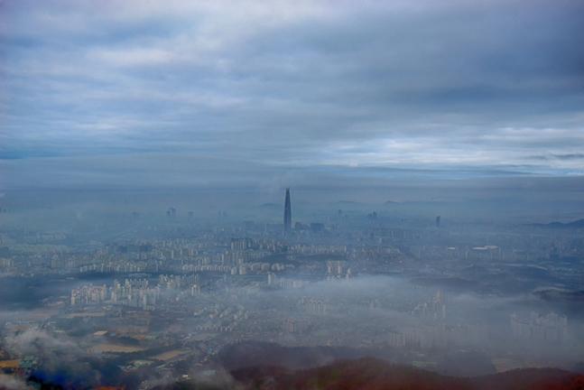 대형사들도 극심한 건설경기 한파에 버티지 못하며 곳간을 비워내고 있다. 사진은 날씨가 흐린 서울 전경.(자료사진) ⓒ게티이미지뱅크