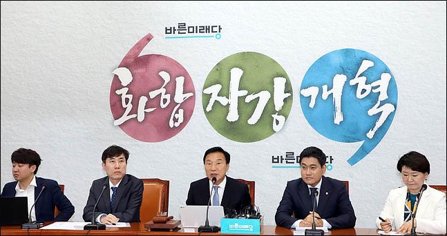 손학규 바른미래당 대표가 22일 오전 국회에서 열린 임시 최고위원회의를 주재하고 있다. (자료사진) ⓒ데일리안 박항구 기자