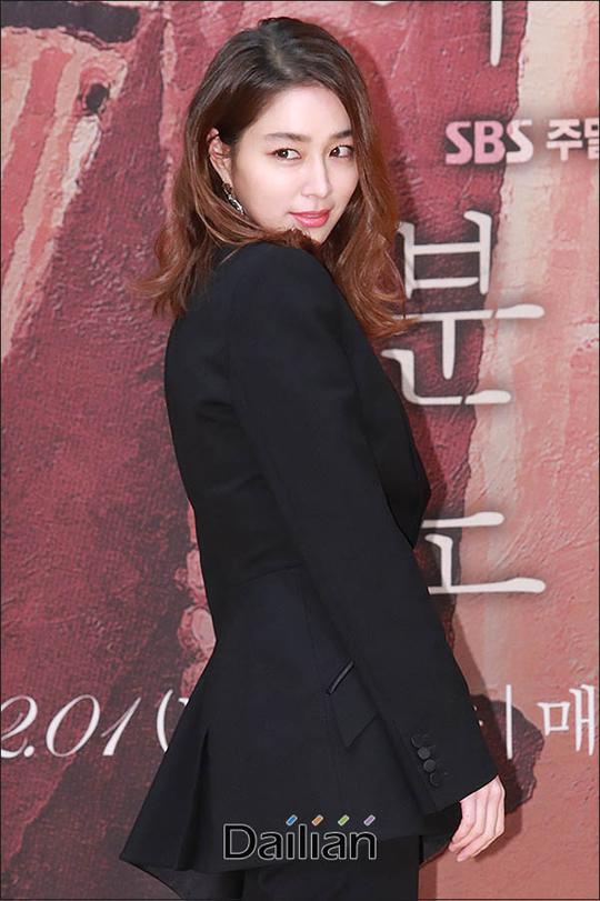 배우 이민정이 데뷔 후 처음으로 예능 프로그램에 출연한다.ⓒ