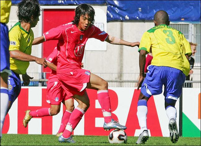 2005년 U-20 월드컵 당시 브라질을 상대하는 박주영. ⓒ 연합뉴스