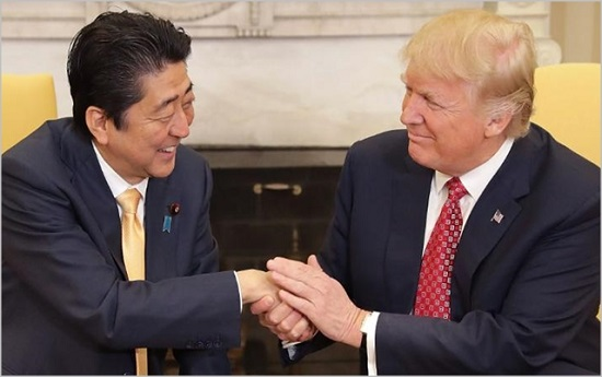 아베 신조 일본 총리와 도널드 트럼프 미국 대통령. ⓒCNN 캡처