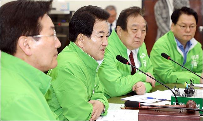 """정동영 민주평화당 대표는 10일 """"민주평화당 당론 입법으로"""