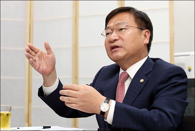 정점식 자유한국당 의원이 11일 의원회관에서 데일리안과 인터뷰를 갖고 있다. 이날은 4·3 통영·고성 국회의원 재선거에서 당선된 정 의원이 등원한지 70일째 되는 날이다. ⓒ데일리안 박항구 기자