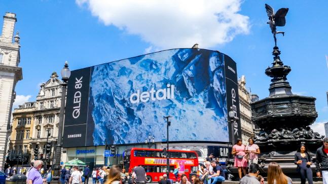 영국 런던 피카딜리서커스 전광판에서 상영 중인 삼성전자 'QLED 8K'TV 광고.ⓒ삼성전자