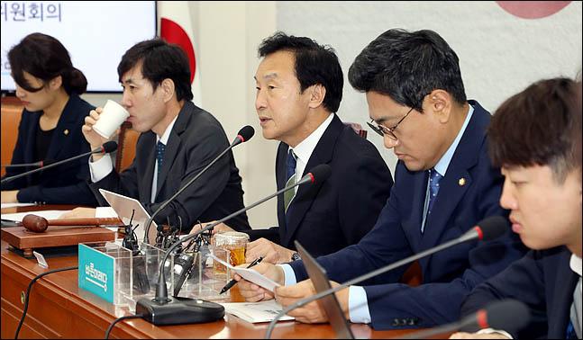 손학규 바른미래당 대표가 14일 오전 국회에서 열린 최고위원회의에서 모두발언을 하고 있다. ⓒ데일리안 박항구 기자