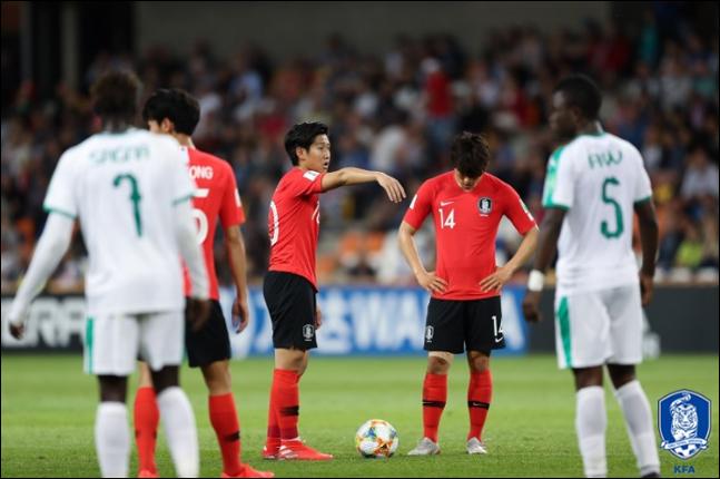 대한민국 우크라이나 결승전에 나설 주심은 매우 단호한 판정을 내리고 있다. ⓒ 대한축구협회