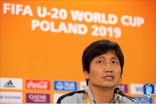 [U-20 월드컵 결승] 한국 정정용 감독은 우크라이나전 패배의 탓을 자신에게 돌렸다. ⓒ 대한축구협회