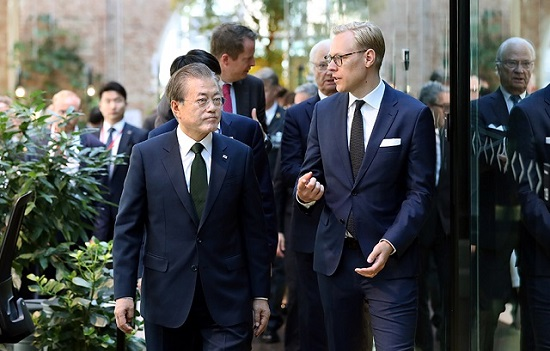 문재인 대통령이 15일(현지시각) 스웨덴 스톡홀름 노르휀 하우스에서 열린