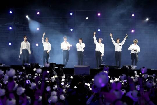 그룹 방탄소년단이 부산에서 4만 4천 여명의 아미들과 공식 팬미팅을 성황리에 마쳤다.ⓒ빅히트