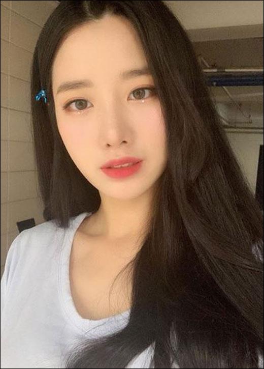 베리굿 조현이 선정적인 의상으로 논란에 휩싸였다. ⓒ 조현 SNS