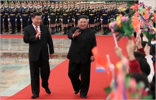 김정은 북한 국무위원장과 시진핑 중국 국가주석이 4차 북중 정상회담을 진행하고 있다. ⓒ신화통신