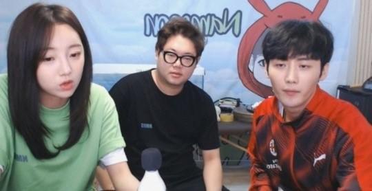 유명 BJ 감스트와 외질혜, NS남순이 방송 중 성희롱 발언으로 논란에 휩싸이자 사과했다.방송 캡처