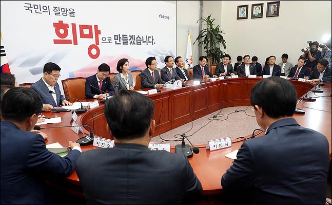 19일 오후 국회에서 자유한국당 당대표 및 최고위원-중진의원 연석회의가 열리고 있다. ⓒ데일리안 박항구 기자