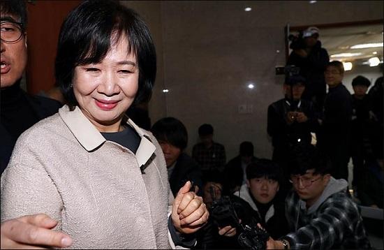 목포 부동산 투기 의혹을 받고 있는 손혜원 더불어민주당 의원이 지난 1월 20일 오전 국회 정론관에서 탈당과 향후 대응계획을 밝힌 뒤 퇴장하고 있다. ⓒ데일리안 박항구 기자