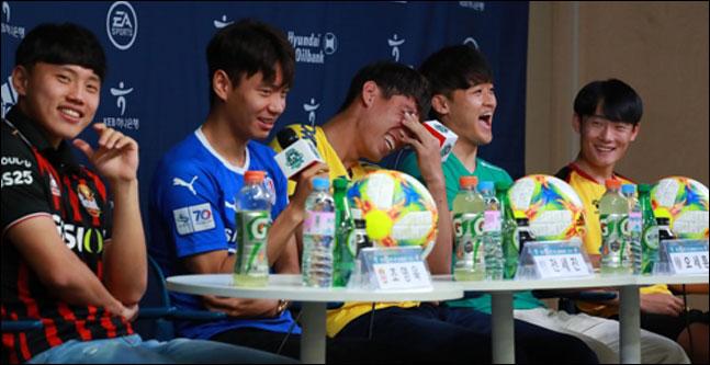 2019 국제축구연맹(FIFA) 20세 이하(U-20) 월드컵에서 준우승을 차지한 대표팀 K리거 출신 선수들이 20일 오후 서울 종로구 축구회관에서 열린
